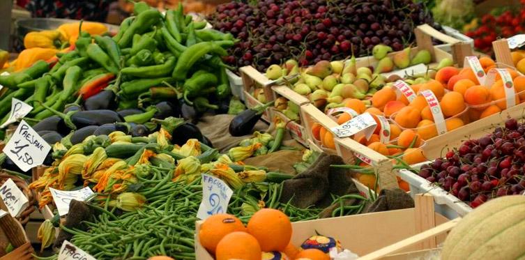 Il mercato di Piazza della Frutta